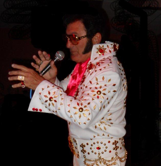 Alvis Sings Elvis